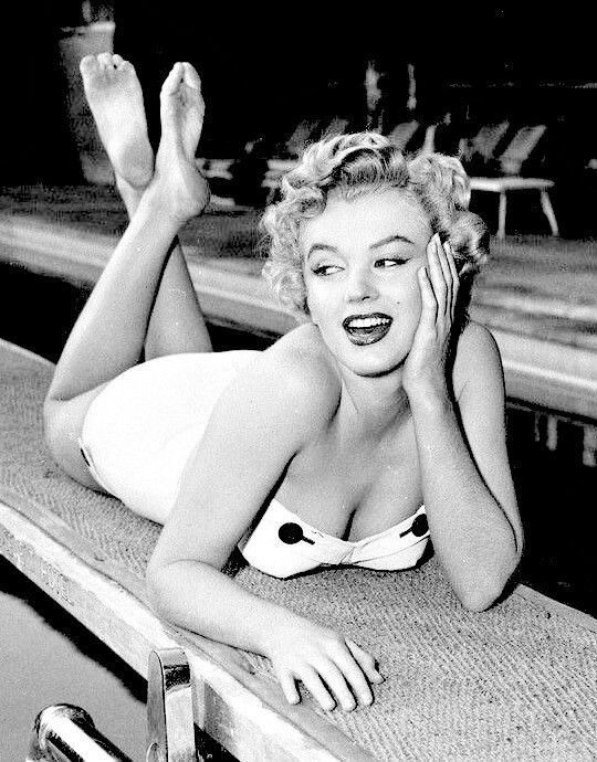Marilyn at the Roosevelt Hotel, 1951.