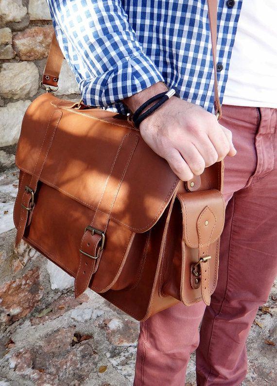 Twininas handmade genuine oiled tan leather unisex messenger bag / Laptop bag. 2 side pockets. Adjustable shoulder carry. Removable leather shoulder