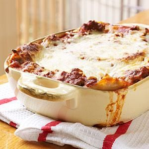When we say easy lasagna, we mean easy lasagna. You don't even have to cook the noodles for this speedy yet impressive pasta dinner.