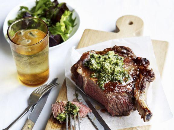 Rib Eye Steak mit Anchovie-Kapern-Butter ist ein Rezept mit frischen Zutaten aus der Kategorie Meerwasserfisch. Probieren Sie dieses und weitere Rezepte von EAT SMARTER!