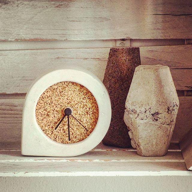 comma_clock #kippiee #clock #time #clockhands #concrete #concreteobjects #concretedesign #terracotta #cork #corkdesign #design #designobjects #designhandmadeinitaly #handmade #madeinitaly #homedecor #homewares #home #instagram #instapic #picoftheday #pictureoftheday #igers #instalike #igersitalia #handmade #craft