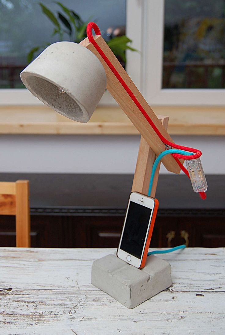 Likable Lucy concrete lamp