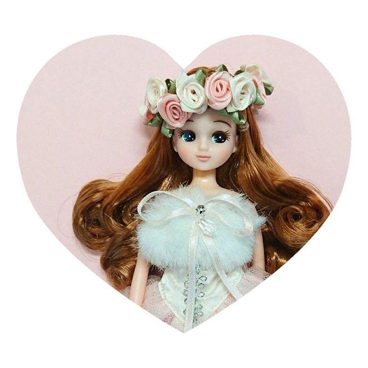 ・  「ちょっと…最近新入りばっかり贔屓してるんじゃなくて?(怒)」  と、リカ様に言われたような気がしたので、花冠を作ってラブリーお姫様になってもらいました👸  リカ様…やはりあなたはうちの姫だ!  ・  ドレスはタカラ時代のもの😌  写ってませんが、足がすっぽり隠れる丈で、チュール付きでフワッと広がって、まさにプリンセス😘  ・  久しぶりに手芸屋に行って布を買ってきたので、時間を見つけて早く作りたいな(^ω^)  ・  ・  #リカちゃん  #リカちゃんキャッスル  #クリスマスリカちゃん