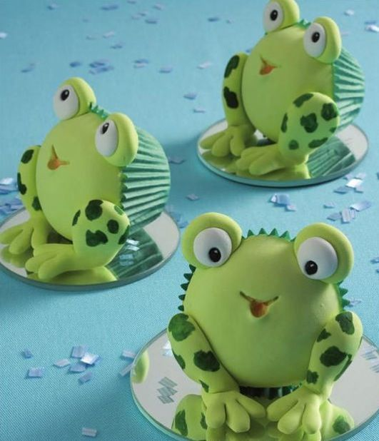 Adorable frog cupcakes