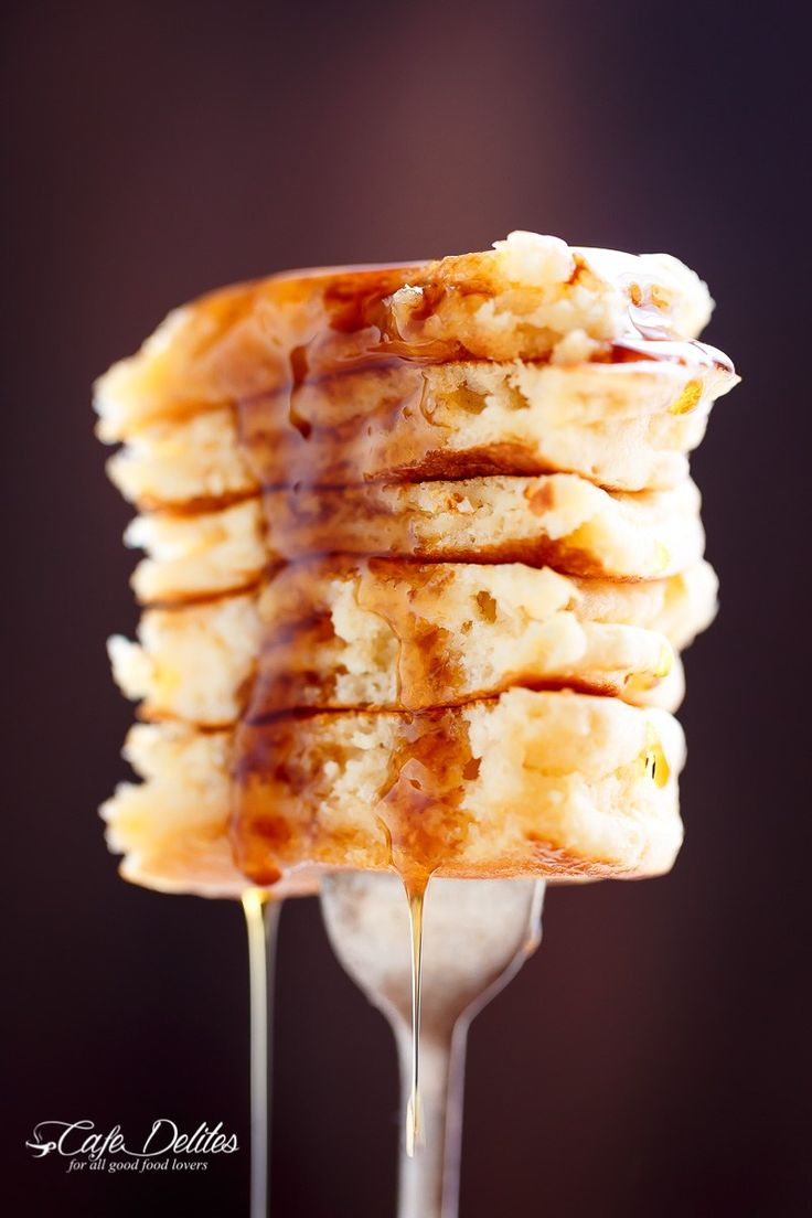 Best Fluffy Pancakes | http://cafedelites.com