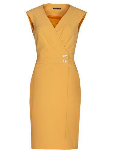 Farba na fotke je skreslená - šaty sú v jasnej oranžovožltej, pre jasné teplé typy žien. Preložený strih s V výstrihom krásne zoštíhľuje postavu.