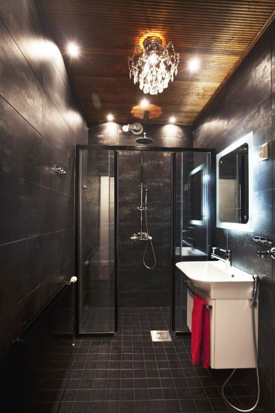Bathroon with chandelier