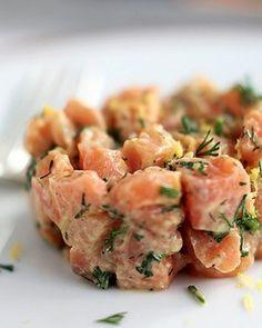 Tartar de salmão com raiz forte e mostarda de dijon com mel (Foto: Rogério Voltan/Casa e Comida)