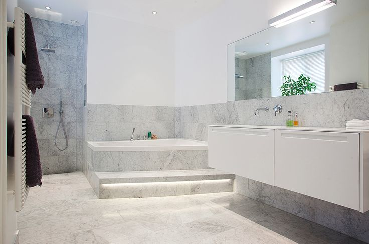 Bathroom/SPA in marble and white