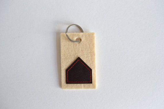 felt keyholder - creme felt and brown genuine leather house keyholder - new house gift - minimal house shape key holder - neutral key holder