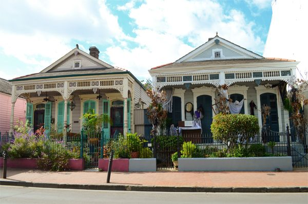Pretty houses in French Quarter, New Orleans    http://www.thestylebox.com/2012/10/20/travel-food-new-orleans-part-2/