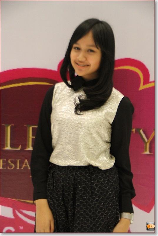 Nadia Lina Afina           (10 besar finalis Micel 2012)