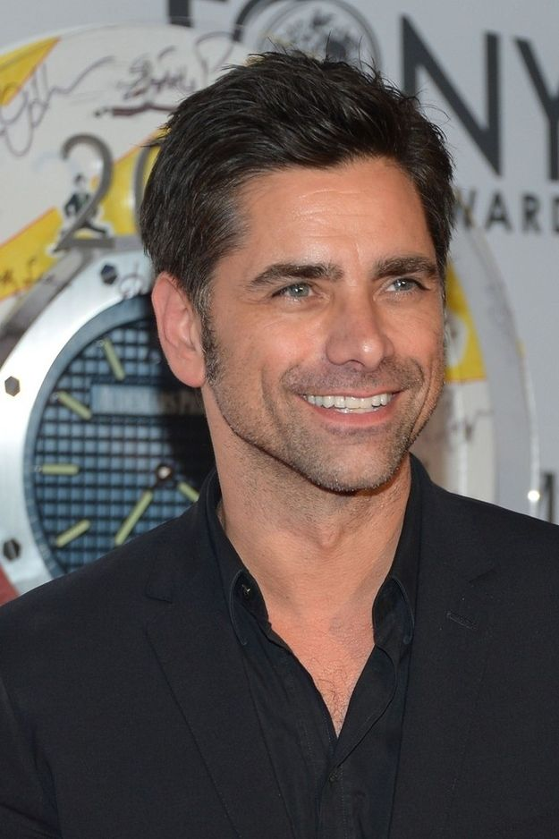 John Stamos (aka Uncle Jesse) is still SMOKIN' HOT!!!
