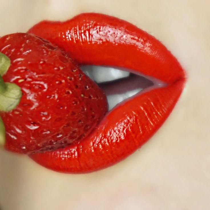 Добрый день, картинки губы страстные с надписями