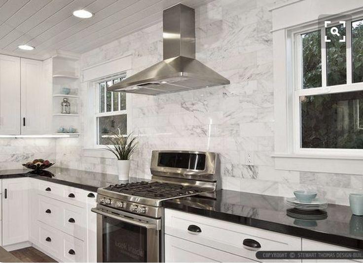 Schon Weiße Küchenschränke, Weiße Küchen, Küchenfliesen, Küche Backsplash Design,  Kleine Küchen, Rückwand Verkleiden, Schwarz Weiß Fotos, Marmorfliesen