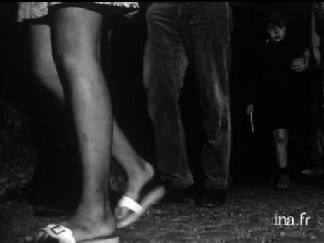 13 août 1971 — Fermée définitivement au public depuis huit ans, la grotte de Lascaux pourrait être reconstituée à l'identique avec l'aide de l'Institut géographique national pour la topographie du lieu et les peintres de l'Ecole du Louvre pour la reconstitution des fresques. Commentaire off sur des images factuelles (visiteurs dans la grotte, détails de peintures rupestres, travaux de l'Institut géographique national sur la reconstitution d'une statue d'Osiris) et interviews d'employés.
