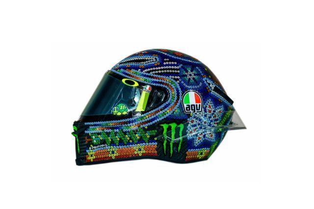 Drudi Performance and Valentino have created yet another magic. The new helmet is very nice, but Rossi is not the first time we have been amazed.... https://motorlands.eu/motorcycles-news/valentino-rossi-face-helmet-for-sale/
