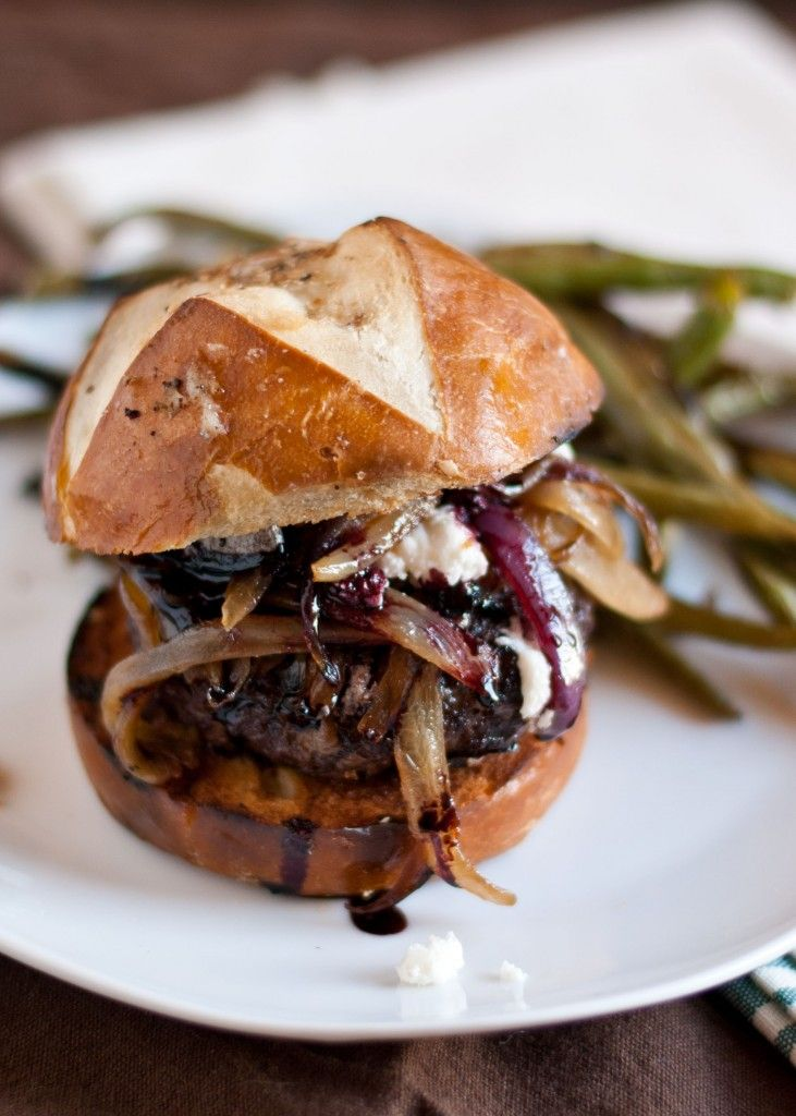 Red Wine Burgers with Caramelized Onions and Goat Cheese |