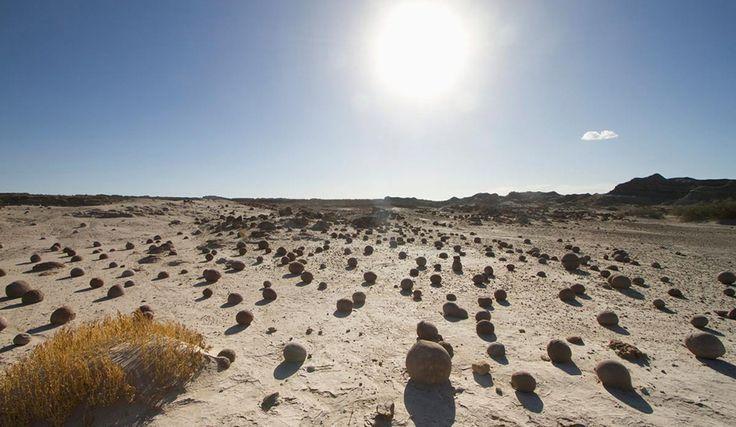 El Valle de la Luna, en el Parque Nacional Ischigualasto, provincia de San Juan, ofrece paisajes que parecen de otro planeta.