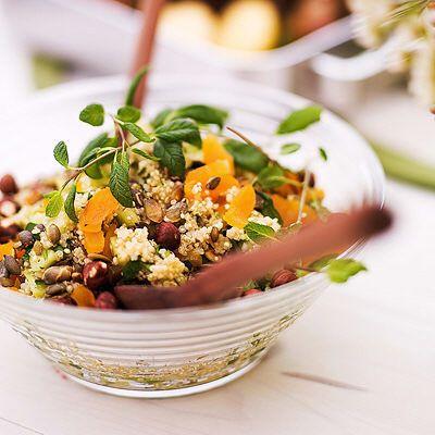 Bild på Quinoasallad med gurka, aprikos och nötter