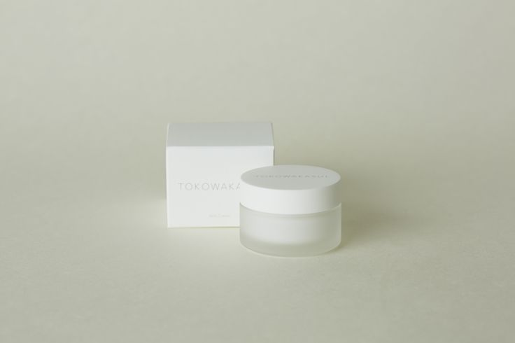 Special milk-like care cream that is luxurious, rich, deep, and velvety smooth to apply before bed. It will seep quickly into the skin and draw out the essential moisturizing power of your skin. It will create resilient and luminous skin that feels like a silk veil.