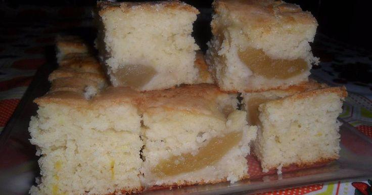 Fabulosa receta para Torta matera. Esta es una receta de torta básica y muy fácil ideal para variar a tu gusto y antojo. Con lo que se te cruce por delante. En mi caso tenía unas manzanas en compota dando vueltas en la heladera y encontré la manera perfecta de que se las comieran...jejejejejeje . Es cuestión de encontrarle la vuelta.