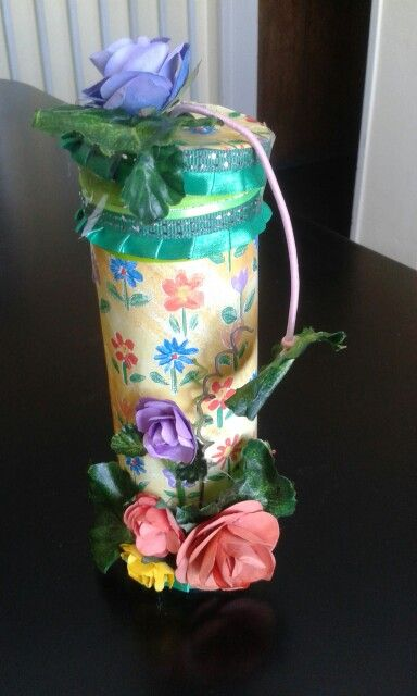 Pretzel Holder made with scrap paper and paper flowers