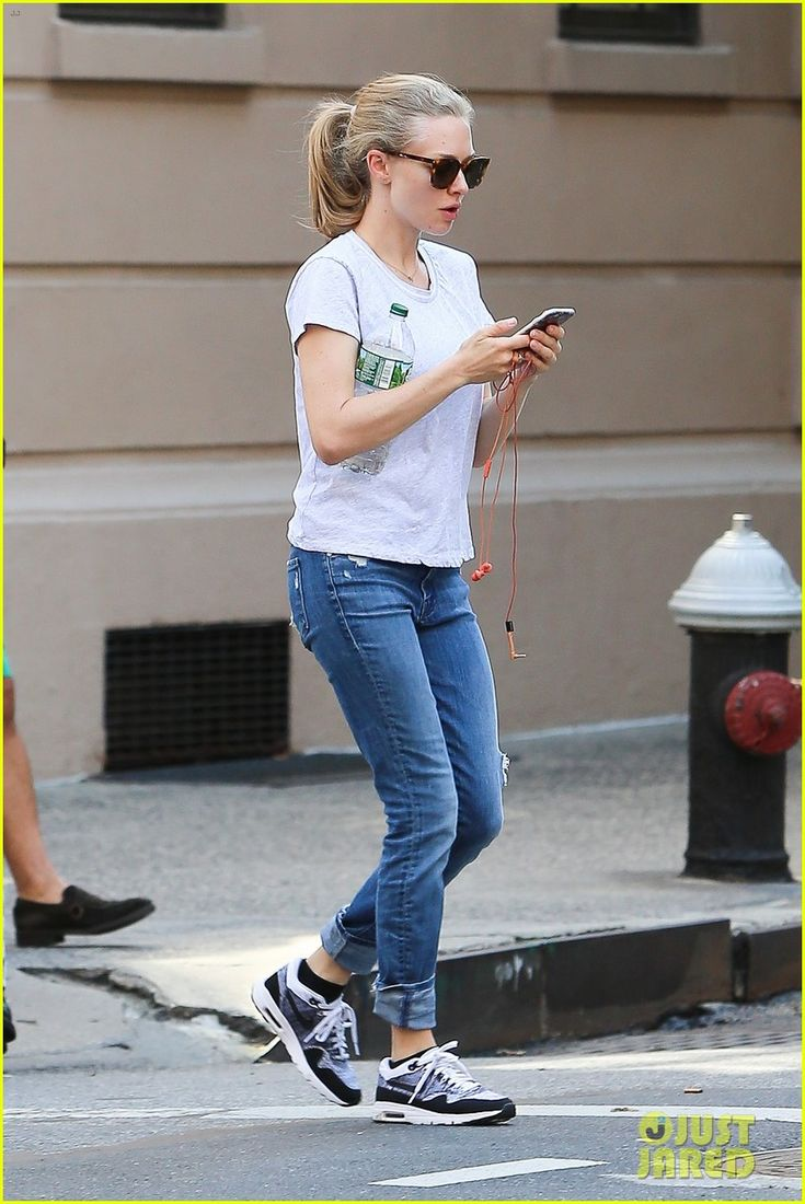 Amanda Seyfried Shows Off Engagement Ring in NYC | amanda seyfried engagement…