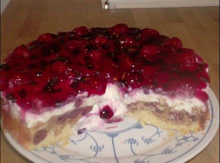 Receita de Bolo Branca de Neve - bolo (o bolo tem que esta frio). Agora faça o gel de brilho: mexa bem em uma panela a calda da cereja, o açúcar de confeiteiro e a gelatina...
