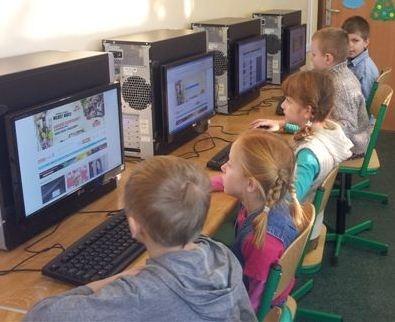 Pierwsza lekcja dla naszej klasy z TIK, była przeprowadzona jeszcze przed powstaniem bloga. Oglądaliśmy na niej filmiki o bezpieczeństwie w sieci. Adres strony to: www.sheeplive.com Polecam!W czwartek przed feriami, mieliśmy już drugą lekcję z TIK.Lekcja czwartkowa poświęcona była głównie, choć nie tylko, edukacyjnym stronom internetowym.