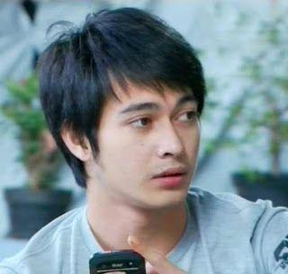 "Eza Gionino adalah seorang pemeran pria Indonesia yang dikenal sebagai pemeran FTV dan sinetron seperti ""Putih Abu-Abu"" dan ""Idola""."
