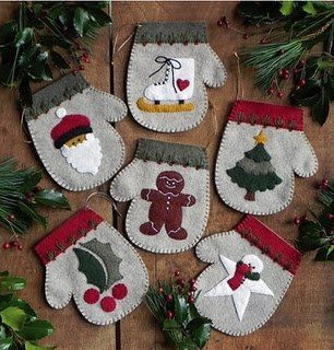 Маленькие декоративные рукавички