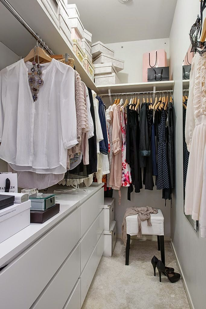 Michelle - Blog #Small #Walk-In #Closets #Design Fonte : http://www.alvhemmakleri.se/hem-till-salu/OBJ17735_1310544841/bilder