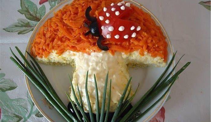 """Салат """"Грибочек"""" с курицей и шампиньонами"""