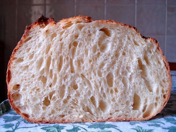 """This bread is another of my """"everyday sourdough"""" (I do not bake everyday! just ones in the weekend, and one pizza baking every week). It's a lean dough made with 60% durum (re-milled) flour and 40% wheat flour. This is not """"Pane di Altamura"""" which is 100% durum flour, but a variation of """"Semolina Bread"""" from """"Bread - J. Hamelman"""". I like durum flour but not 100%, I prefer to mix it with bread flour the get a more light bread. So the name of the brea..."""