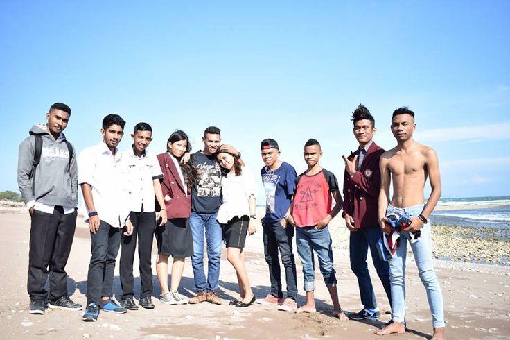 Don Alfons Nisnoni on Oebali Beach with college friends... :)    #donalfonsnisnoni