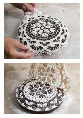 Φτιάχνετε την Βασιλόπιτα ή το κέικ με τη δική σας παραδοσιακή συνταγή, όπως εσείς ξέρετε και φτιάχνετε κάθε χρόνο. Όταν ψηθεί βγάλτε το ...