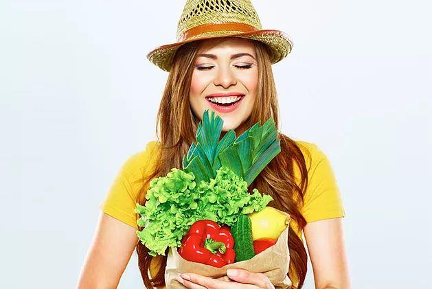 1. No es tan difícil como pensabas…Inlcuso las persona que viven en departamentos pequeños o en lugares con poca luz pueden cultivar sus vegetales y arom