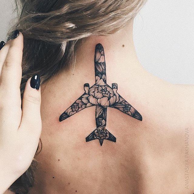 Последняя работа в этом году. Делать татуировку самолета в день вылета очень символично✈️ Всем 💙 #nastyatattooer #pakhanova #tattoo #air #airplane #dotwork #linework #flowers #floral #flora #peony #peonytattoo