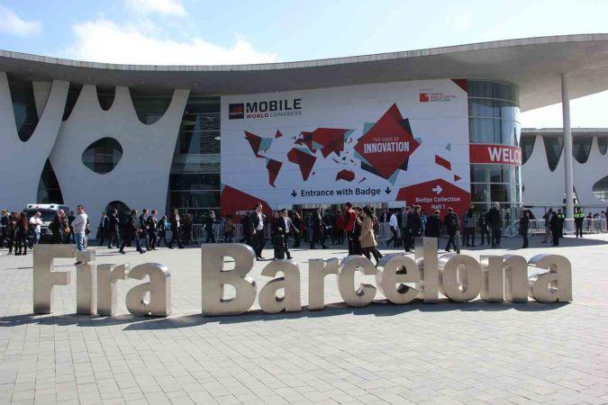 devolo am Mobile World Congress: Backbone & WiFi Am Mobile World Congress in Barcelona zeigt die deutsche devolo AG daher in Halle 6 am Stand 6N40 innovative Lösungen, mit denen Netzbetreiber eine optimale WLAN-Abdeckung sicherstellen.  #Barcelona, #Devolo, #MobileWorldCongress, #MWC, #PowerlineAdapter, #Smart, #WiFi, #WLAN