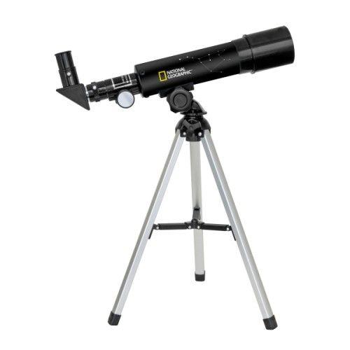 Une lunette de voyage ultra compacte avec optiques traitées. Ce télescope de 50/360 avec son trépied en aluminium peut être facilement rangé dans un sac à dos. Il sera un compagnon idéal pour vos observations à la maison comme en voyage. Le grossissement va de 18x à 60x. Trépied de table en aluminium.