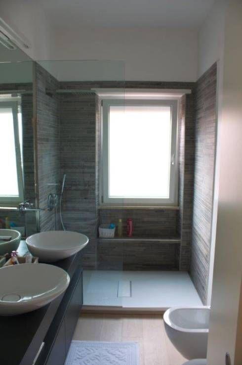 La  sala da bagno: Bagno in stile in stile Moderno di Silvia Panaro Architettura e Design