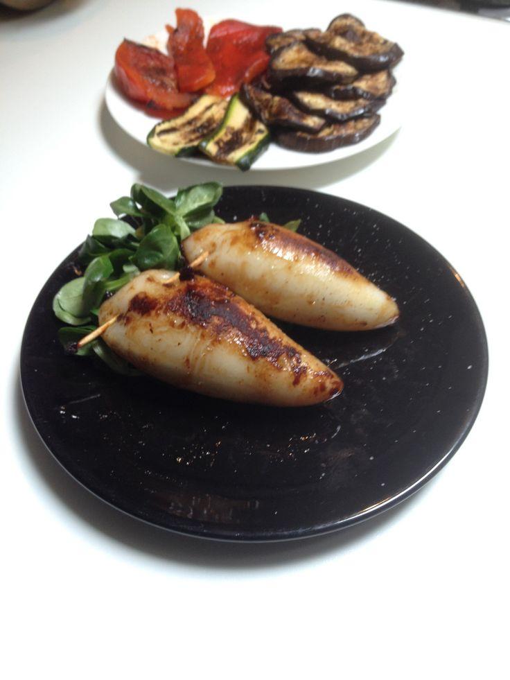 Calamaretti ripieni, Grigliati è conditi con salsa di ostriche.
