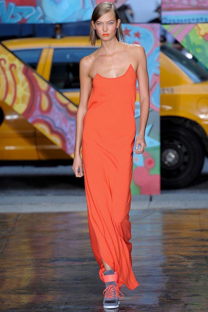 30 formas de llevar el vestido lencero... ¡al máximo! DKNY Look de Primavera / Verano 2014