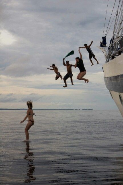 Jump of the boat ...raja ampat dive exploration