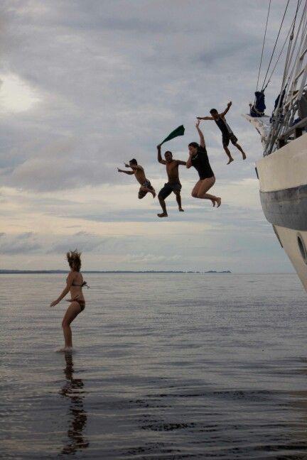 Jump of the boat ...raja ampat dive exploration