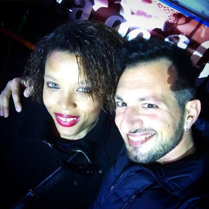 Feliz Año Nuevo  de @antonysax y @castrolorenza 🇪🇸🍾🥂 #night #happynewyear #añonuevo #selfie #selfienight #plaza #ayuntamento #valencia #lights #faces #caras #smile #photography #photo #love #friends #amigas #lifequotes #life #socialnetwork #pinterest #instagram #tumblr #twitter #beautiful #españa #kiss #back #view #life