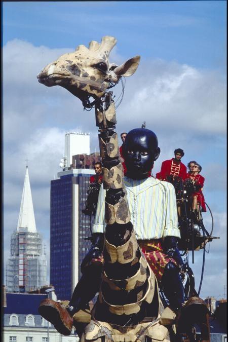 """Le Petit Géant et la Girafe - Troupe de Théâtre de rue """"Royal de Luxe"""" [NANTES, Loire-Atlantique, Pays de la Loire, FRANCE]"""