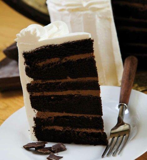 Six layer chocolate fudge cake with cream cheese frosting for Chocolate fudge cream cheese frosting