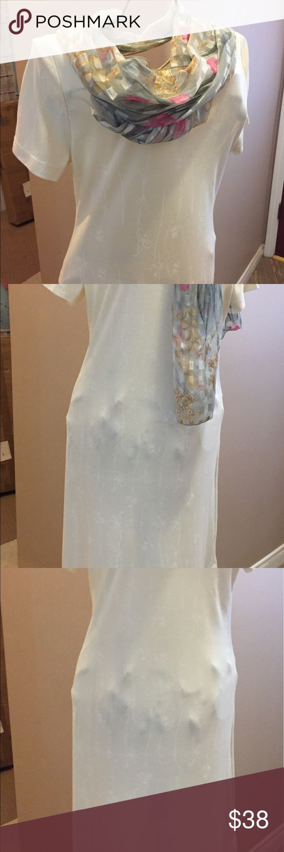 Weekenders Women Long Floral on Cream dress. Scoop neckline with cap sleeves. Ankle length with split at bottom.  Soft blend of cotton and Polyester. Creme with white Floral Design. Easy care. Can be worn to casual or dressy events.  Size S/P. Weekenders Dresses Maxi